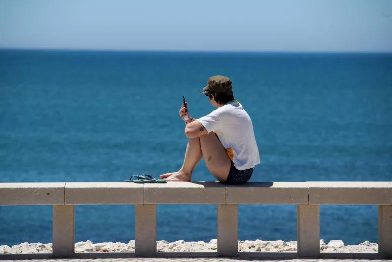 COVID-19: Regras (e multas) para frequentar as praias entram em vigor esta quarta-feira